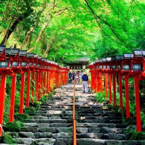 貴船神社(京都)のご利益まとめ!復縁・縁結びに効果がある?体験談・お守りも紹介!