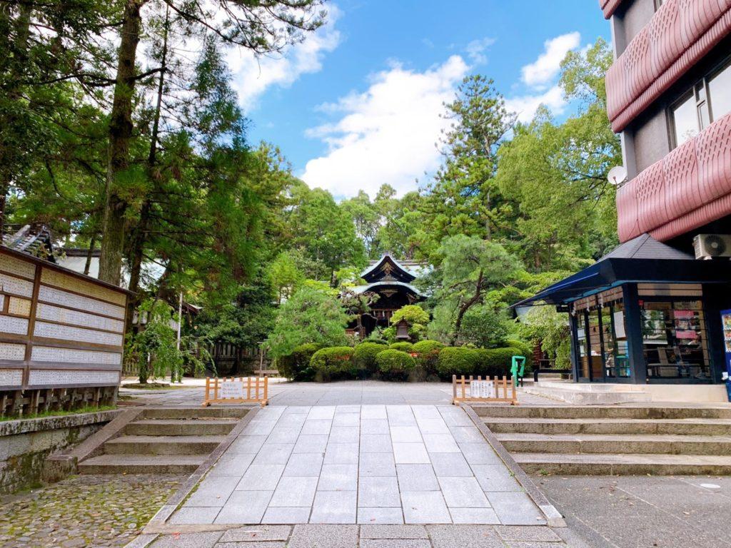 岡崎神社 境内